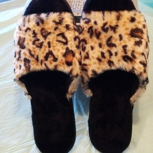 Shoes - 🚨 Hold for Raquel SLIPPERS FAUX FUR CHEETAH PRINT